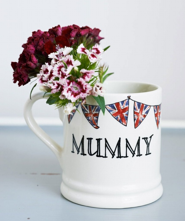 Mummy mug with union jack bunting